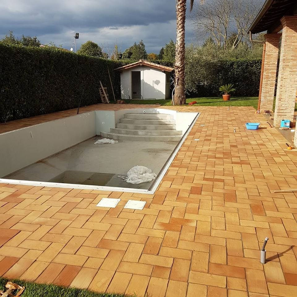 cihelná dlažba půdovky venkovní bazén