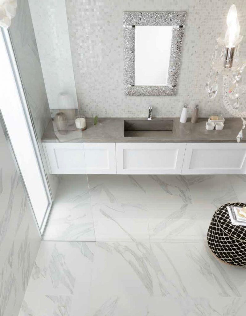 dlažba obklady do koupelny mramor bílý