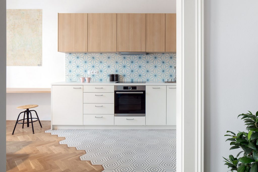 obklady dlažba do kuchyně hexagonální cementová orientální dekory