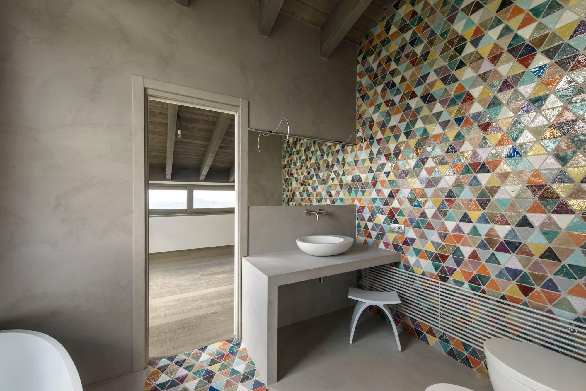 obklady do koupelny malované handmade, moderní koupelna, retro koupelna