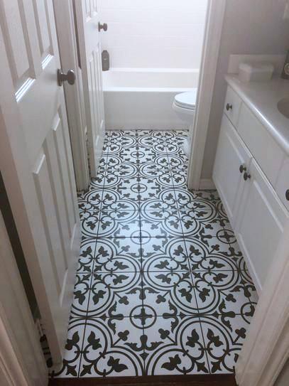 minimalistická koupelna dlažba orientální černobílá