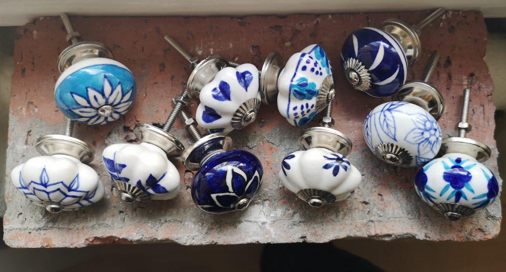 keramické malované úchytky modré