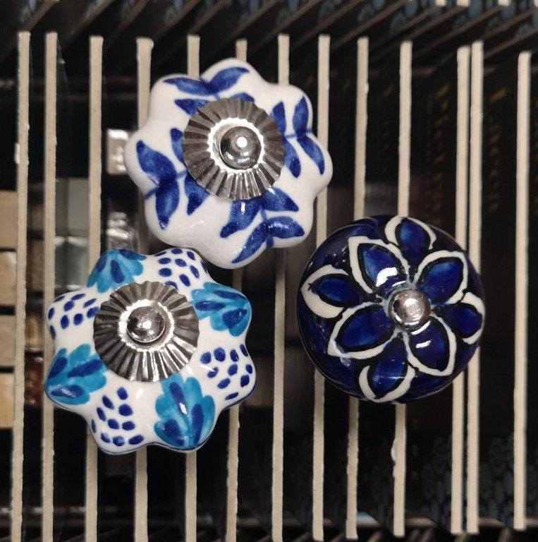 keramické úchytky modré malované
