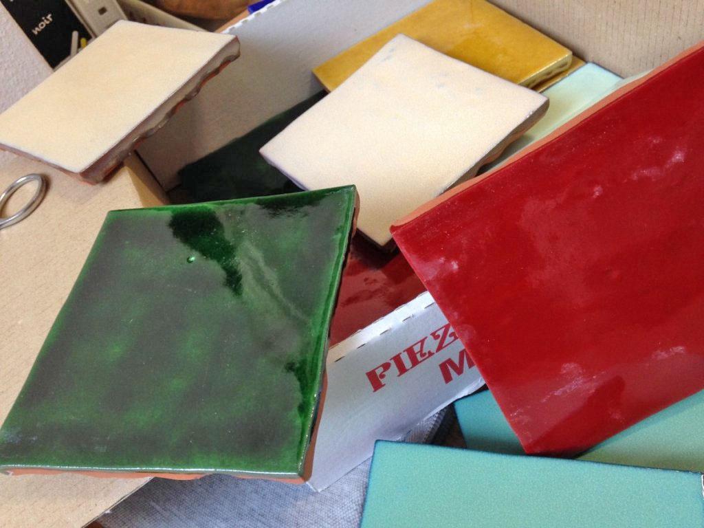 zelij obklady 10x10 retro jednobarevné handmade zelené červene žluté růžové modré tmavě